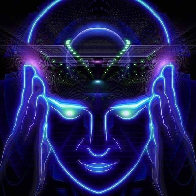 天啟過程中,他感受到眉毛以上頭整個消失,能量自上方不斷往下灌穿,自己身處於海底的一座金字塔,隨後懸浮至金字塔上空,看到自己變身為戴著白色高冠的主教。之後又看到一尊大佛的能量光體,在大佛底下有許多一個個光體。他明顯感受到自己身體非常地輕盈放鬆!